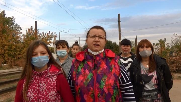 «Они издеваются над нашими детьми»: волгоградцы, лишенные транспорта, записали обращение к прокурору области