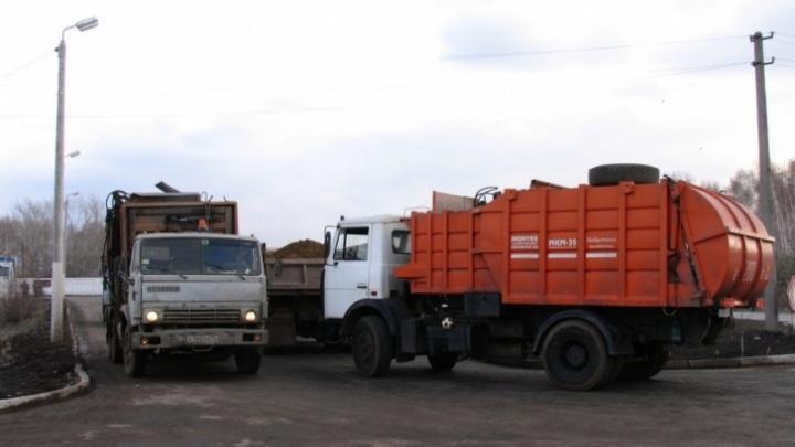 В Челябинске сорвали график вывоза отходов из-за забуксовавших на полигоне мусоровозов