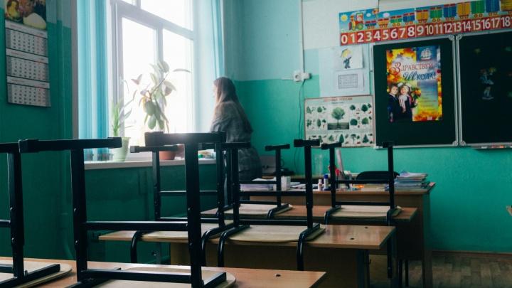 На холод в омских школах жалуются по полсотни родителей в день. Можно ли учиться из дома?