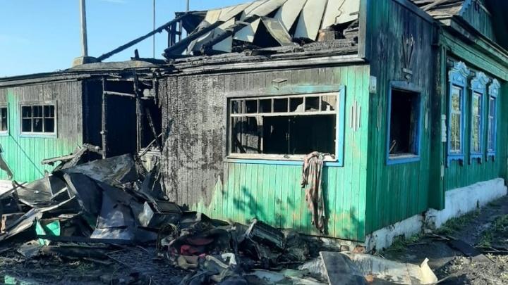 Обугленные стены: при пожаре в Самарской области погибли два человека