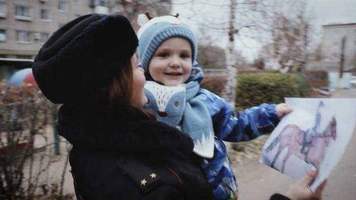 В Волгограде полицейские поздравили всех мам трогательным клипом