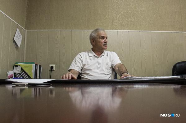 Николай Монаенков несколько десятилетий проработал в угрозыске, а после выхода на пенсию ушёл в адвокатуру