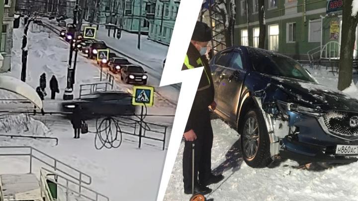 Выскочил прямо под колеса: жуткое ДТП на Урале, в котором погиб 17-летний парень, попало на видео