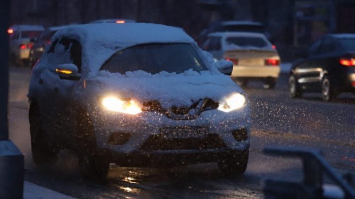 Снегопад вынудил закрыть дорогу на севере Ростовской области