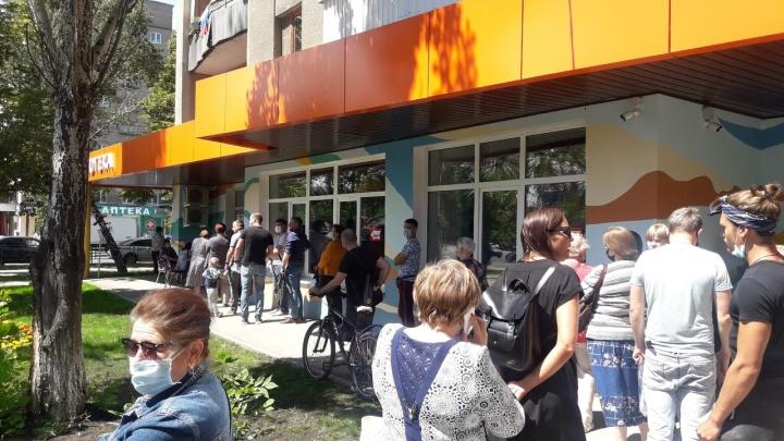 Самарцы выстроились в очередь за лотереей у избирательного участка
