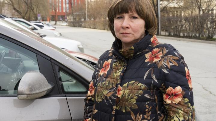 «Волочили по земле, надели наручники»: детского врача из Екатеринбурга спасли от наряда ГИБДД