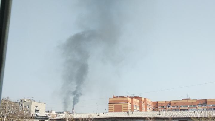 Столб черного дыма поднялся из трубы ТЭЦ-2 — в СГК объяснили, что случилось