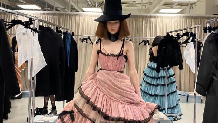 Анна Пинус, дочь депутата горсовета Натальи Пинус, блеснула в показе Gucci на Неделе высокой моды в Милане