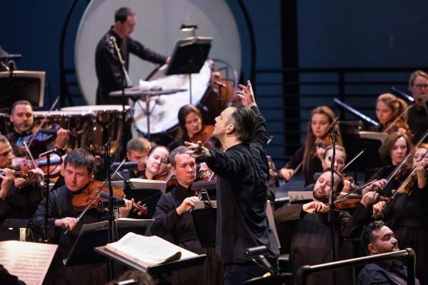 Оркестр MusicAeterna под управлением Теодора Курентзиса исполнит симфонию Брамса