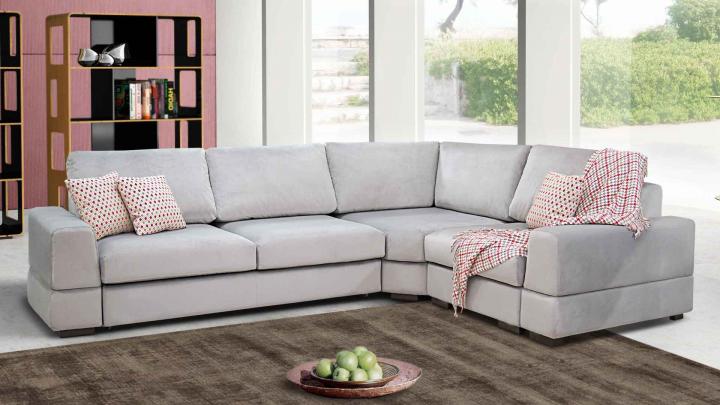 «Убедитесь, что диван пройдет через лестницу»: уральские мебельщики рассказали, как обустроить коттедж