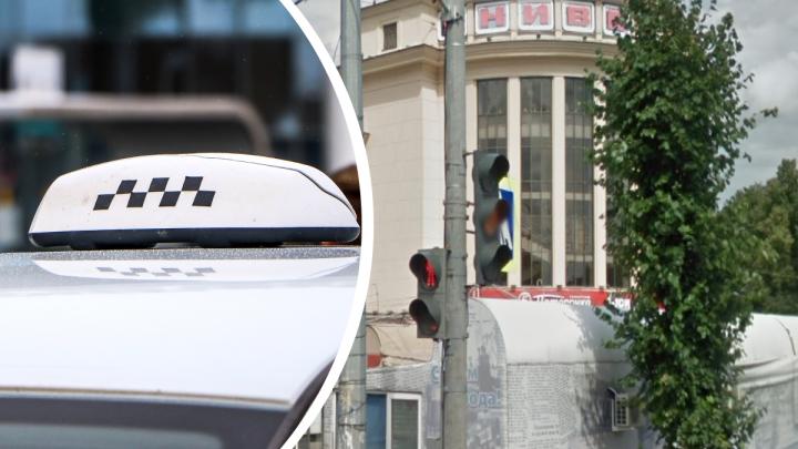 Двое подростков на Автозаводе избили водителя и угнали такси