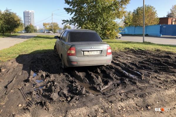 Межсезонье — самая горячая пора для растаскивания грязи по уральской столице
