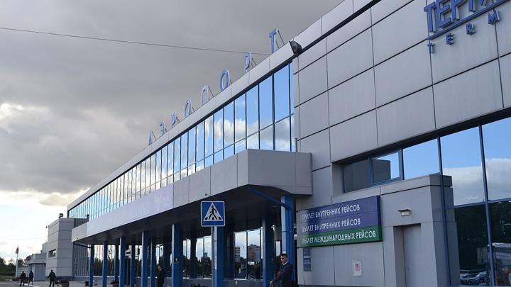 С сотрудников омского аэропорта взыскали полмиллиона рублей за поврежденную обшивку самолета