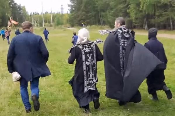 Отлученный от церкви схимонах Сергий устроил крестный бег вокруг Среднеуральского монастыря