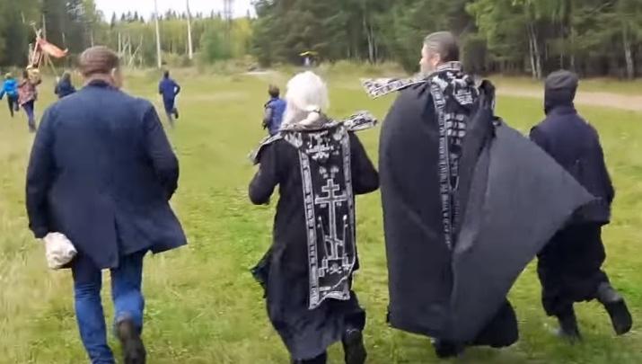 Бегом в царствие небесное: экс-схимонах Сергий устроил крестный бег вокруг женского монастыря