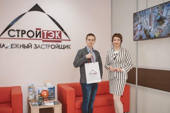 Победитель конкурсаВладимир Девятайкин ируководитель отдела продаж Татьяна Гузеева