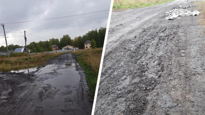 Устали ждать и сделали сами: жители села под Тюменью самостоятельно отсыпали дорогу