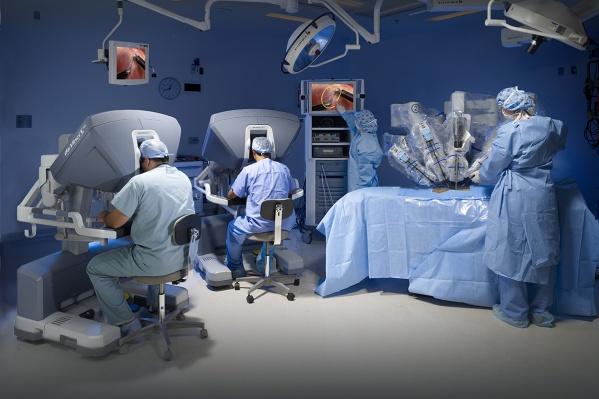 Операцииорганов грудной клетки с использованием роботизированной установки проводят в клинике уже 10 лет