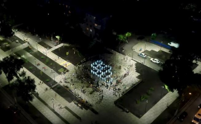 Тысячи огней: видеоблогер из Самары показал сквер на Авроры — Аэродомной с высоты