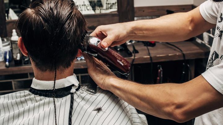 В Тюмени разрешили открыться парикмахерским и магазинам. Но есть условия