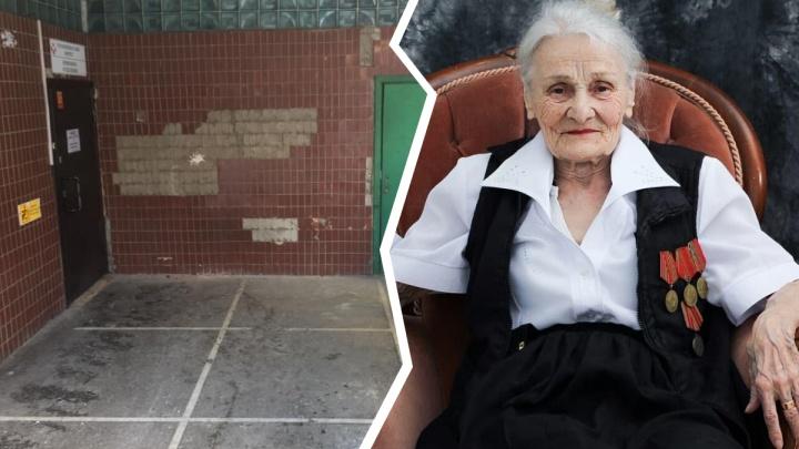 «Привяжем к кровати». Родных 91-летней женщины смутили странные методы в больнице — врачи всё опровергают