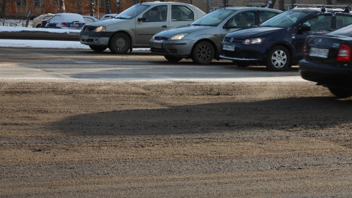 Челябинские дороги снова превратились в грязное месиво, несмотря на отказ властей от использования реагентов