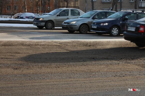 С такими дорогами челябинцам нужно мыть машины чуть ли ни каждый день