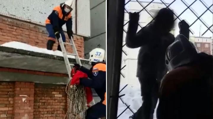 «Свобода!»: 11-летнего мальчика сняли с крыши заброшенного здания — забавная реакция ребёнка попала на видео