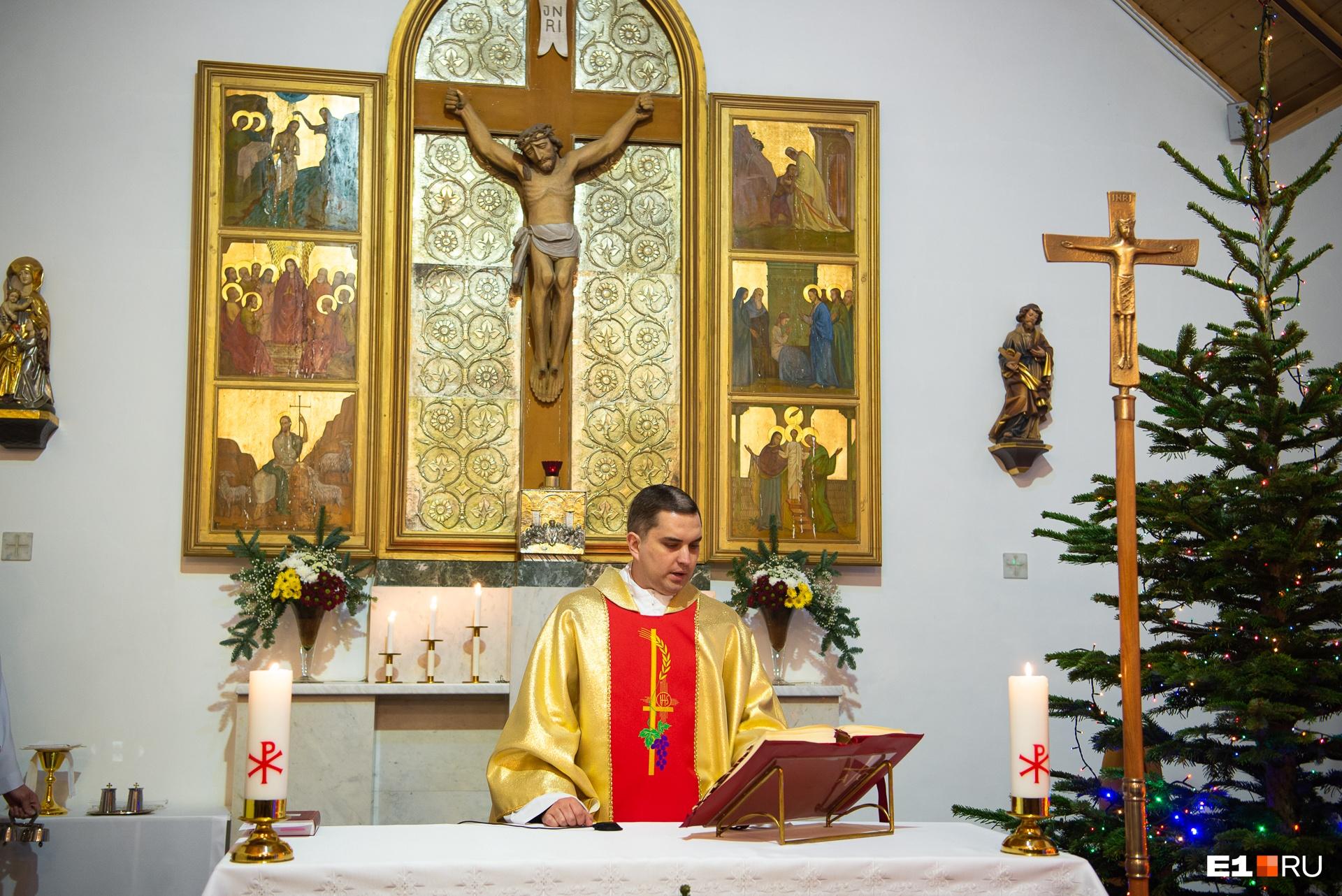 Службу провел отец Вадим