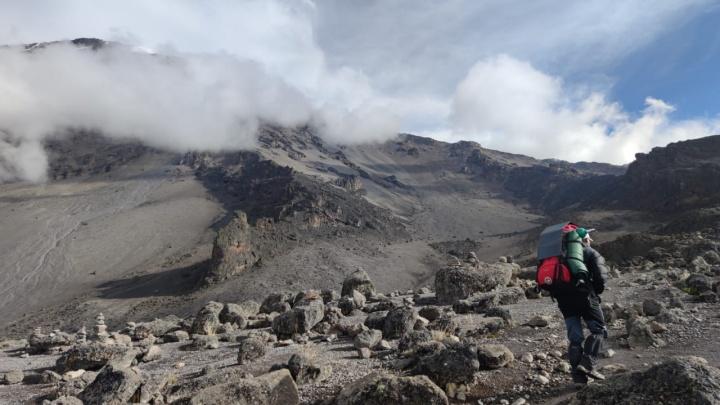 Новосибирец уехал в Танзанию и покорил Килиманджаро за шесть дней — он потратил 111 тысяч на восхождение