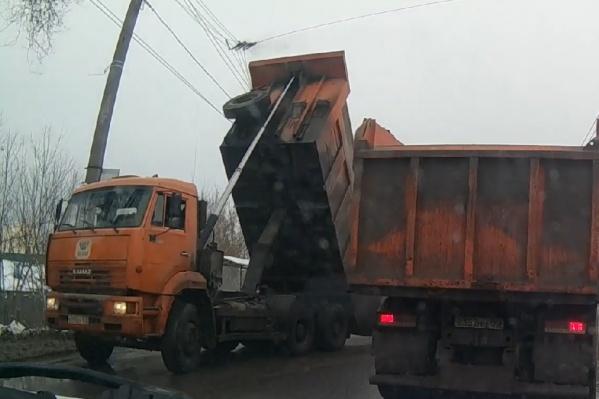 Провода не выдержали напора грузовика