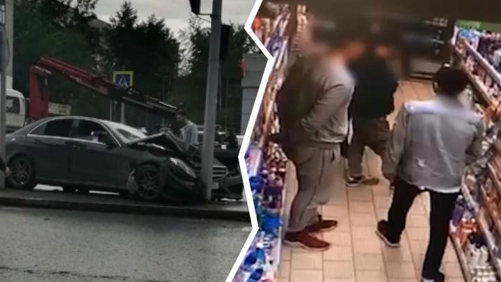 Лихачей, разбивших Mercedes на Мельникайте, закрыли в изоляторе из-за украденного шампуня