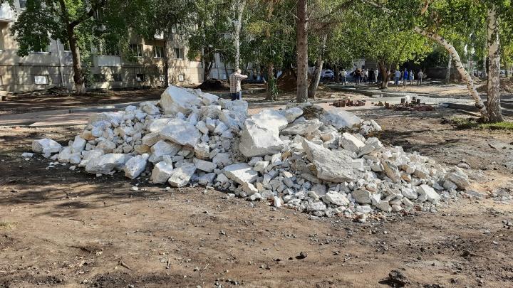 «Интересная у нас публика»: в Кургане неизвестные воруют камень для фонтана в ремонтируемом сквере