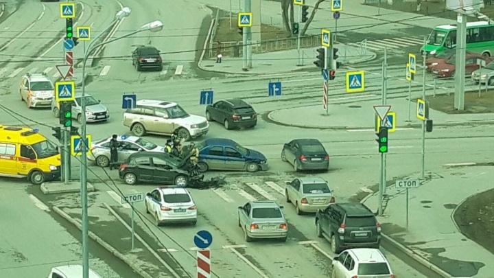 В Тюмени 73-летний водитель устроил аварию в центре города