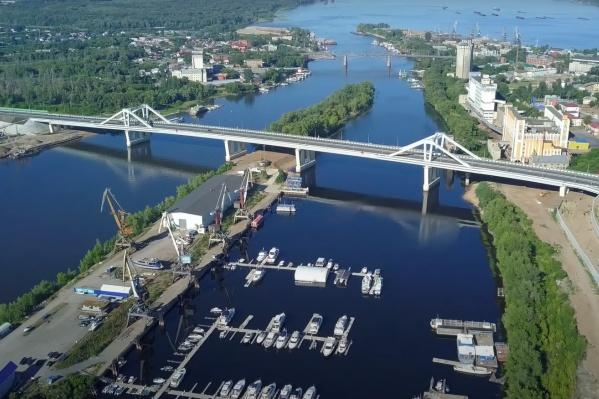 Движение по мосту открыто уже больше полугода