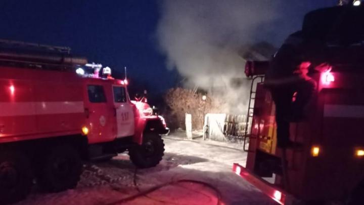 Появились фотографии со смертельного пожара в Новосибирской области, в котором погибли пенсионеры