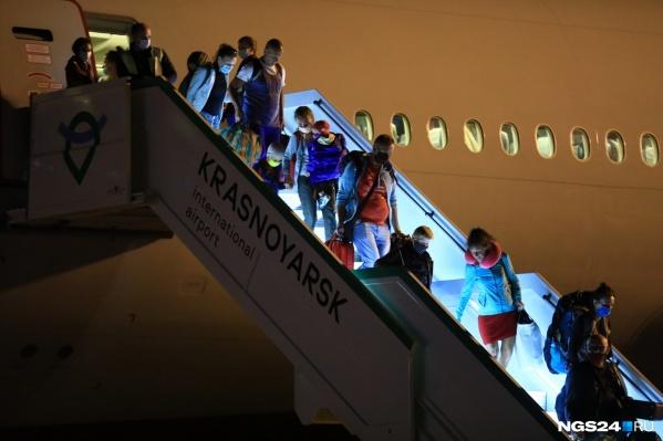 Рейс из Москвы прилетит сегодня ночью
