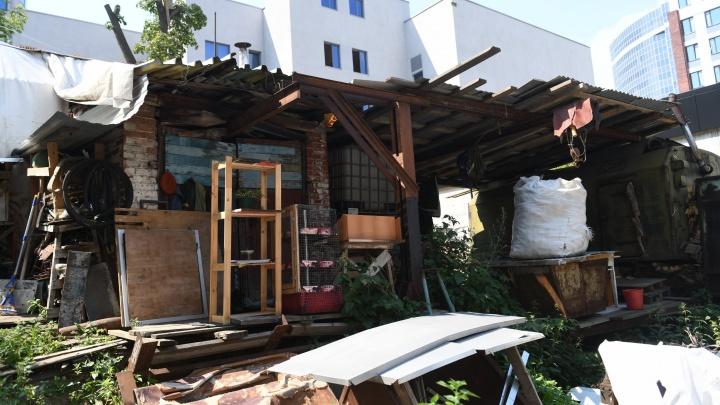Похищенный в центре Екатеринбурга мужчина отказался продавать свое жилье застройщику