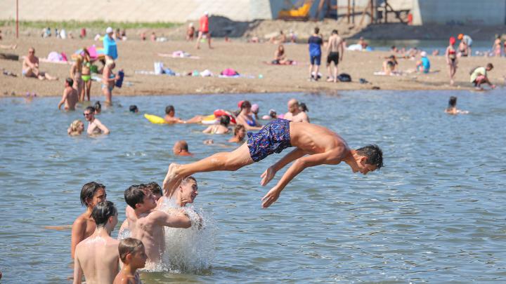Смотрите, горячо! Жаркий фоторепортаж с уфимского пляжа