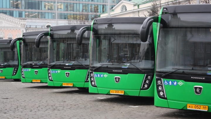 Падение выручки — почти вдвое. Общественный транспорт Екатеринбурга потерял доход от рекламы