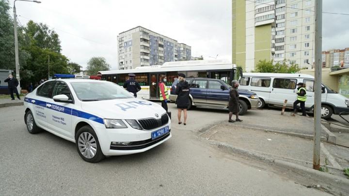 Мэрия Перми вызвала перевозчиков на совещание после ДТП с автобусом маршрута 77