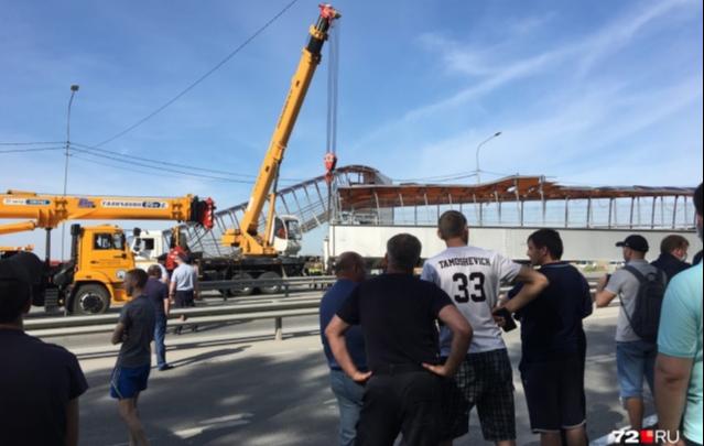 Дорожники рассказали, почему рухнул надземник под Тюменью (и сколько он стоит)