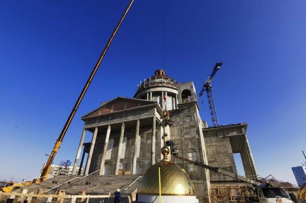 Храм возводят на пересечении Новоградского проспекта и улицы Салавата Юлаева
