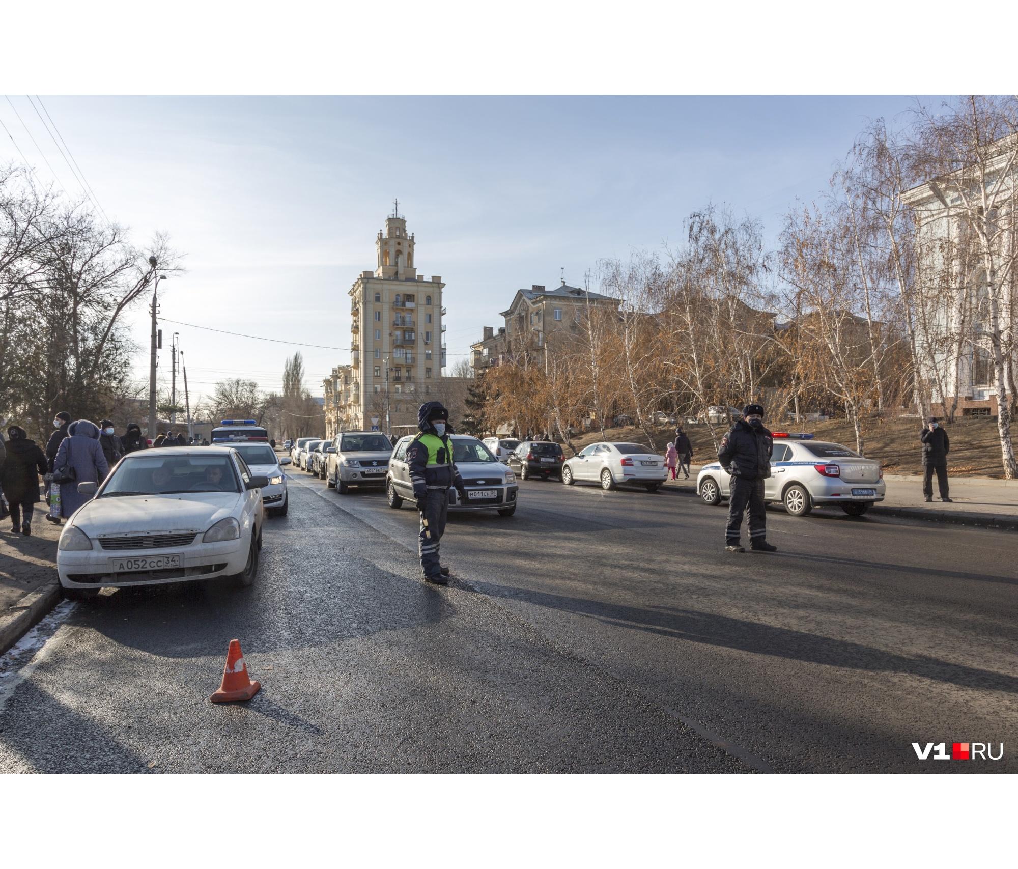 На площади в Краснооктябрьском районе дежурили полицейские