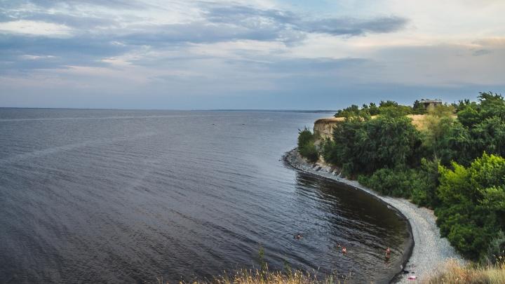 Без лежаков и толп туристов: фотограф показал красоту уединенного «волгоградского моря»