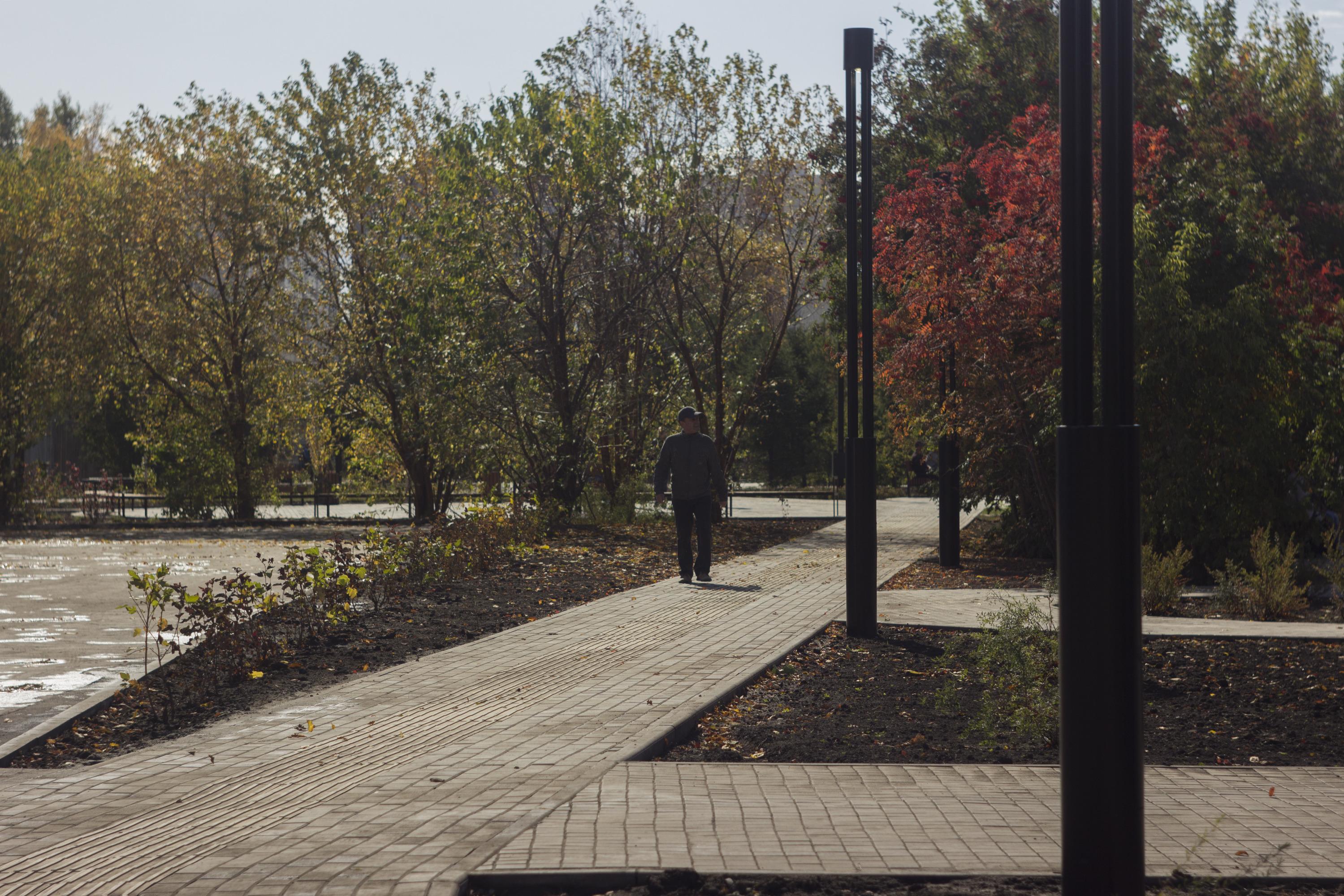 На территории Затулинского парка полностью поменяли плитку