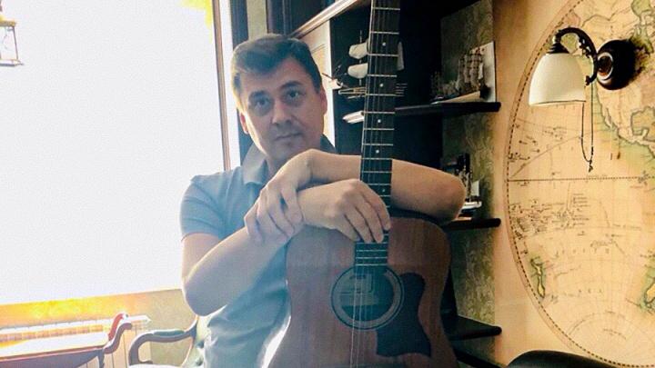 «Хочется провалиться под землю, но в этом городе нет метро»: новый вице-мэр Челябинска пишет песни