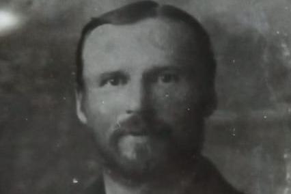 Бруно Атвасит был учителем рисования в сельской школе под Камышловом. Его обвинили в контрреволюционной деятельности и расстреляли