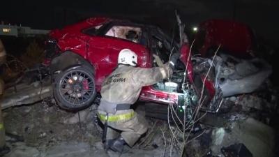 В Дзержинске водитель без прав на Porsche врезался в бетонный забор. Один человек погиб