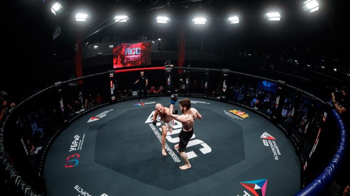Нокаут за 29 секунд: в Екатеринбурге прошел первый после пандемии турнир по ММА